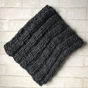 AEO gray chunky warm soft knit infinity scarf